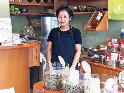 Midori no Coffee Mame Baisen OGIKUBO   (ミドリノコーヒーマメバイセンオギクボ)のスタッフ写真