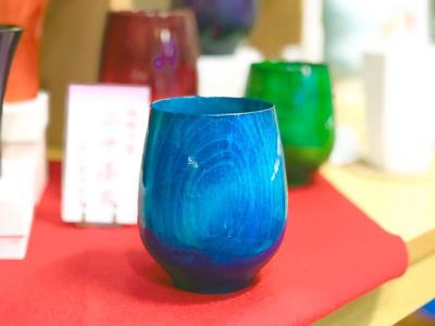 佐賀県伊万里在住の陶芸家がフリーハンドで描く楽しい猫の器です。すべて手作りの一点ものです。
